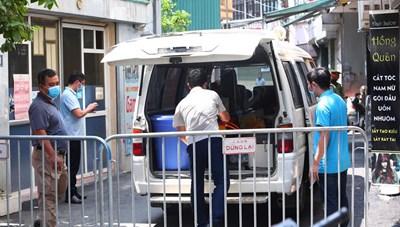 [ẢNH] Hà Nội: Phong tỏa nơi ở của ca nghi nhiễm Covid-19 tại Mễ Trì