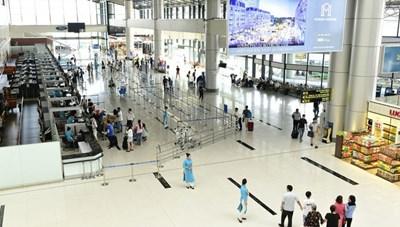 Khách nam bị phạt 2 triệu đồng vì nhổ nước bọt vào nhân viên hàng không