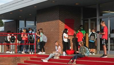 Trường học Mỹ phát hiện ca nCoV trong ngày đầu mở lại