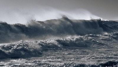 Xuất hiện vùng áp thấp trên Biển Đông, biển động tại Trường Sa
