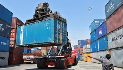 Gần 700 tấn amoni nitrat mắc kẹt tại cảng Ấn Độ