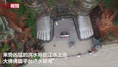 [VIDEO] Nước lũ dâng đến chân tượng Phật khổng lồ ở Tứ Xuyên