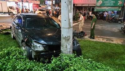 Xế nữ lái Camry đâm 7 xe máy khiến nhiều người bị thương