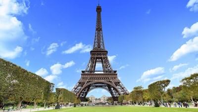 Tháp Eiffel đón khách trở lại với các biện pháp kiểm dịch nghiêm ngặt