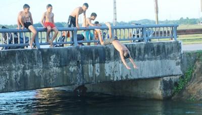 Dạy bơi trong trường học vẫn là chuyện xa xỉ