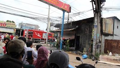 Cháy tiệm cầm đồ, 3 người trong gia đình tử vong