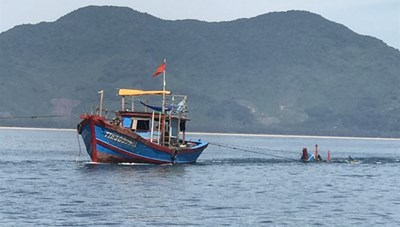 Tìm thấy thi thể cháu bé 8 tuổi bị rơi xuống biển