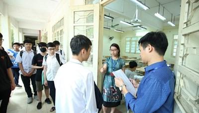 Thi vào 10 tại Hà Nội: Thí sinh đến điểm thi sớm trước một tiếng