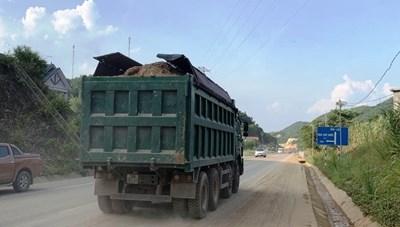 Đề nghị điều tra, xử lý xe quá tải tại Hòa Bình