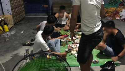 Đà Nẵng: Phạt 7 thanh niên ăn nhậu vi phạm lệnh cách ly 52,5 triệu đồng
