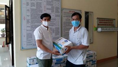 Mặt trận tỉnh Quảng Nam chuyển hàng hỗ trợ phòng, chống dịch