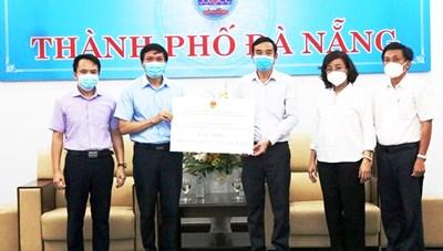Hải Phòng trao 5 tỷ đồng, 200.000 khẩu trang y tế hỗ trợ Đà Nẵng