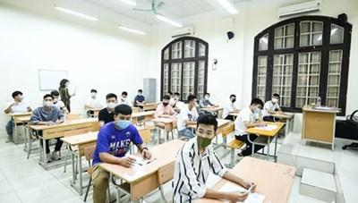 [Ảnh] Thi tốt nghiệp THPT ở nơi có ca nhiễm Covid-19 mới tại Hà Nội