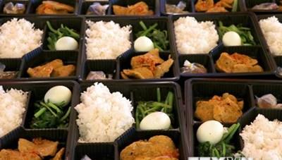 [ẢNH] Chuẩn bị các suất ăn tại các cơ sở y tế, khu cách ly ở Đà Nẵng