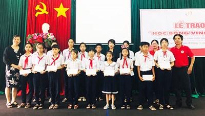 Khánh Hòa: Trao học bổng cho học sinh, sinh viên nghèo hiếu học
