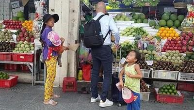 'Giơ cao đánh khẽ': Khó dẹp nạn chăn dắt trẻ đi ăn xin