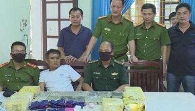 Nghệ An: Bắt 4 đối tượng cùng lượng ma túy 'khủng'