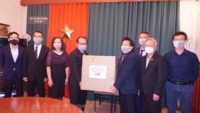 BẢN TIN MẶT TRẬN: Hỗ trợ khẩu trang y tế cho cộng đồng người Việt tại Séc