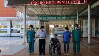 Cụ bà 69 tuổi mắc Covid-19 khỏi bệnh được xuất viện