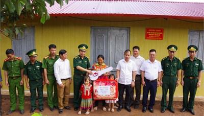 Điện Biên: Bộ đội Biên phòng làm nhà cho hộ nghèo