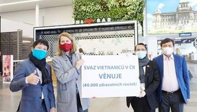Người Việt tại Séc được trao tặng Huy chương và Bằng Ghi công