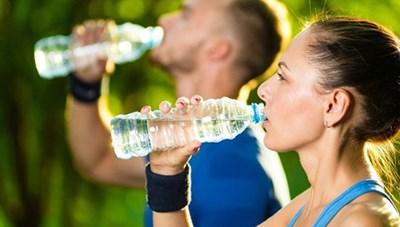 Uống nước đúng cách giúp giảm cân, loại bỏ độc tố