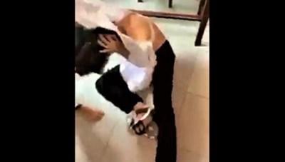Bến Tre: Tạm đình chỉ học tập bốn nữ sinh đánh nhau tại lớp học