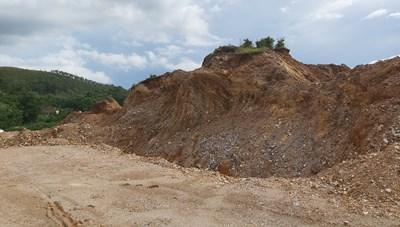 Dự án 'bạt núi phân lô' tại Nghệ An: Tạo cớ để khai thác đất?