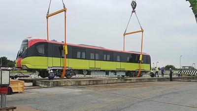 Đoàn tàu đầu tiên tuyến metro Nhổn-ga Hà Nội đã về khu Depot