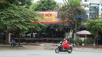 Hàng quán Hà Nội bắt đầu thưa vắng sau lệnh tạm dừng hoạt động