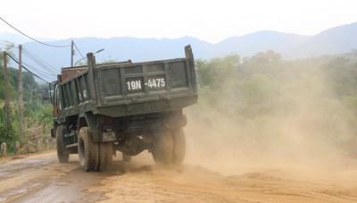 Hòa Bình: Tự ý khai thác đất san lấp mặt bằng trái phép, chính quyền không hay biết?
