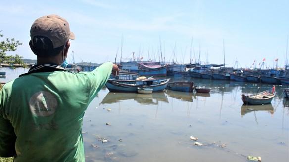 Xác tàu cá la liệt ở cảng Sa Huỳnh