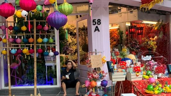 Thu phí chụp ảnh tại chợ Trung thu: Nên hay không ?