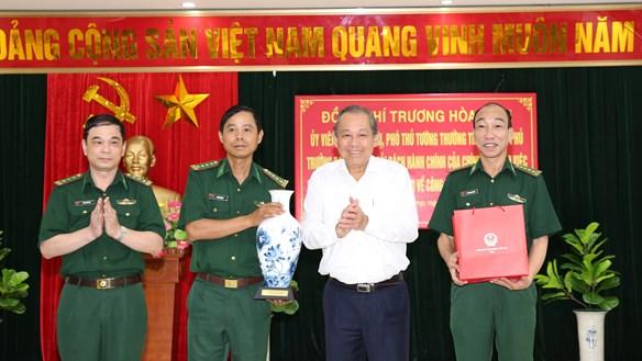 Phó Thủ tướng Thường trực Chính phủ Trương Hòa Bình kiểm tra công tác cải cách hành chính tại Hải Phòng