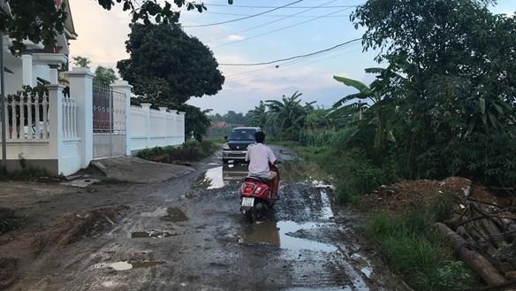 Phú Thọ: Xe tải 'băm nát' đường Tỉnh lộ 316B