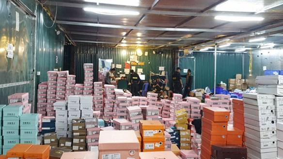 Chủ kho hàng lậu 10.000 m2 ở Lào Cai có dấu hiệu bỏ trốn