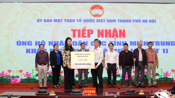 Mặt trận Hà Nội tiếp nhận hơn 22 tỷ đồng tiền, hiện vật ủng hộ đồng bào miền Trung