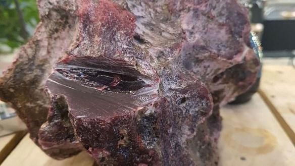 Quảng Ngãi: Lặn phát hiện khối đá nghi long diên hương quý hiếm