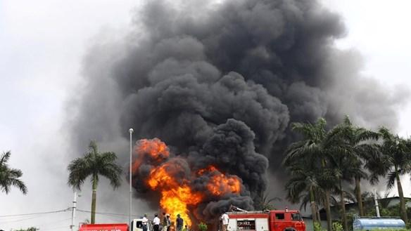 Vụ cháy kho hóa chất ở Long Biên: Có hiện tượng rò rỉ ra bên ngoài