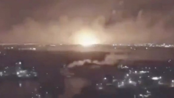 Nổ lớn gần cơ sở quân sự Iran