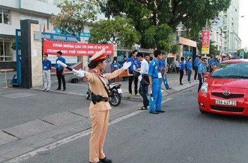 Thủ tướng: Không để thí sinh đến muộn do ùn tắc giao thông