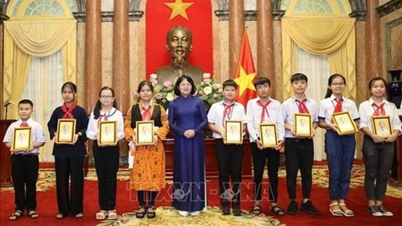 Phó Chủ tịch nước gặp mặt Đoàn đại biểu cháu ngoan Bác Hồ tỉnh Bắc Giang