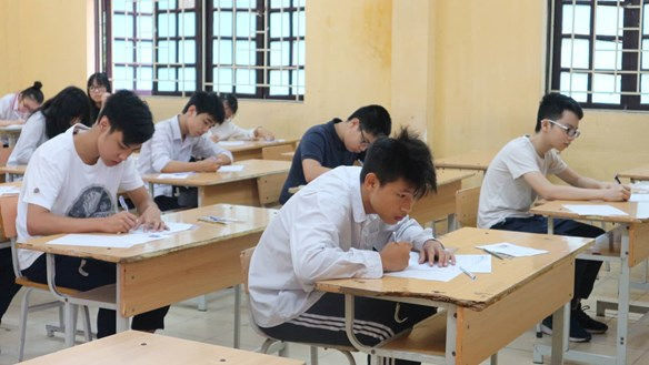 Kỳ thi tuyển sinh lớp 10: Thí sinh và phụ huynh nói gì về việc bỏ môn thi thứ tư