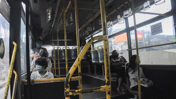 Xe buýt từ chối phục vụ khách không đeo khẩu trang