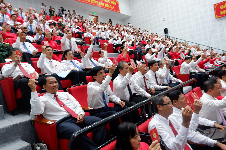 Các Đại biêu rtham gia biểu quyết tại Đại hội