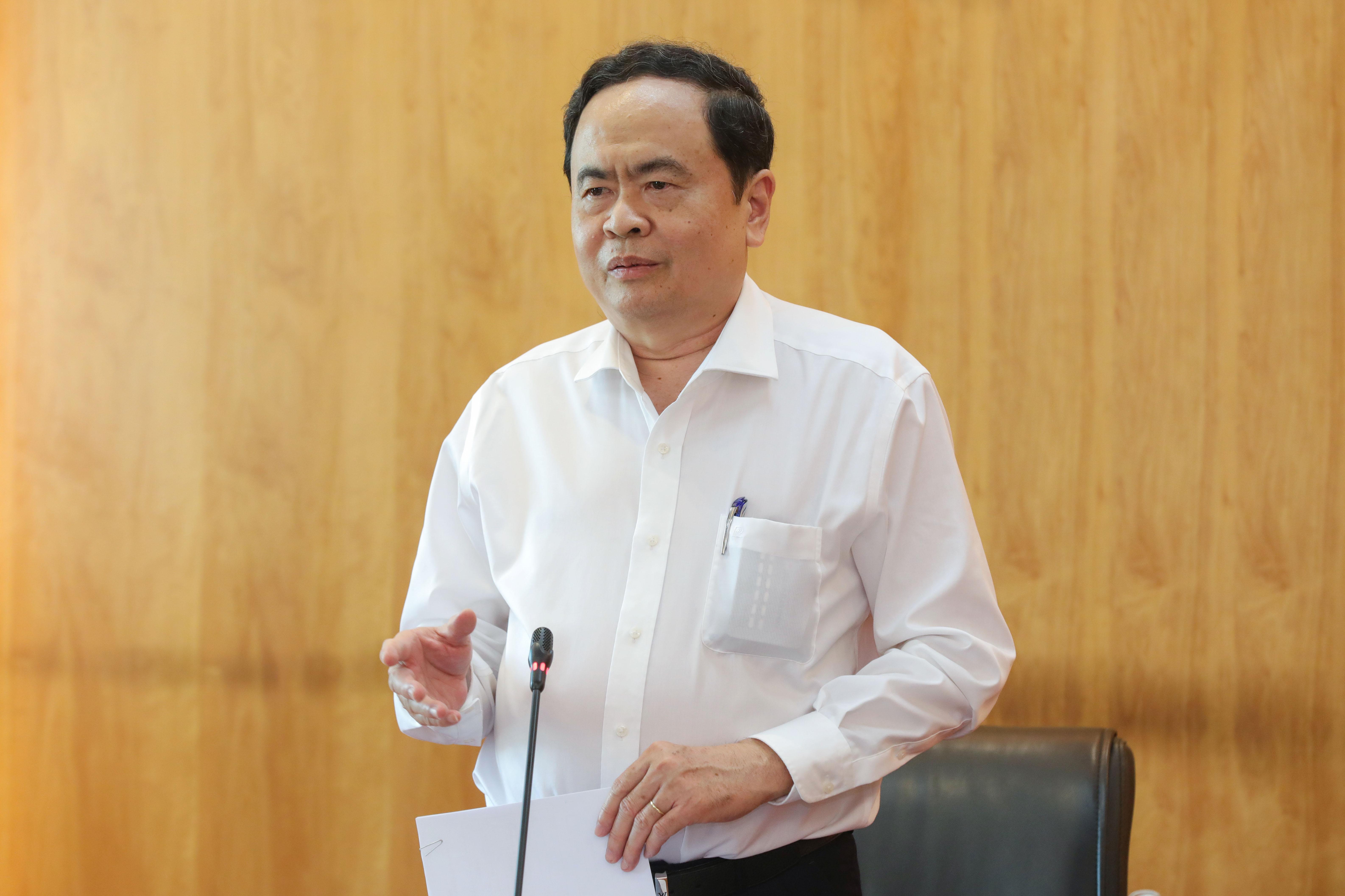 Chủ tịch Trần Thanh Mẫn phát biểu chỉ đạo tại cuộc họp.