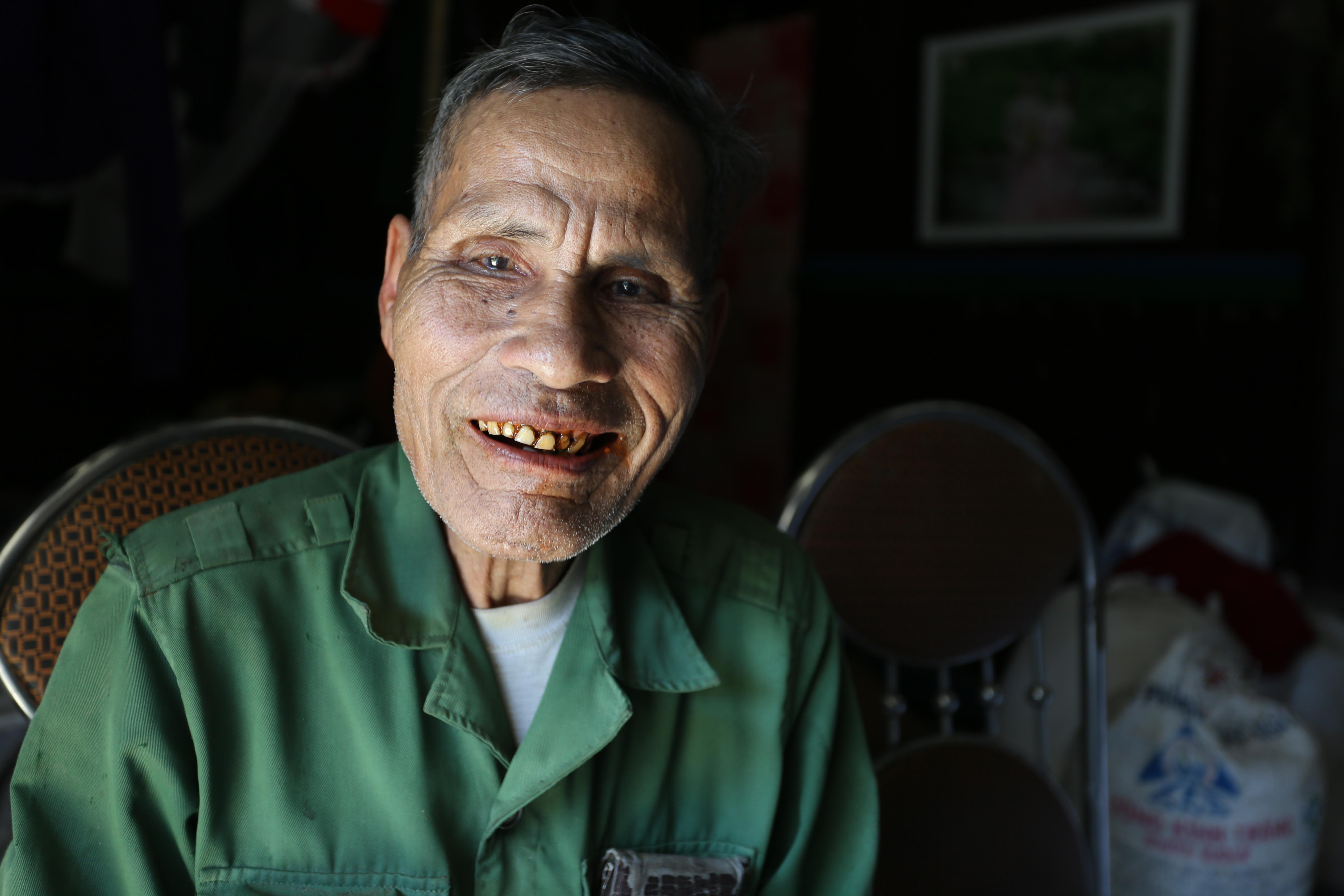 Già làng Đông không uống rượu chỉ ăn trầu, 83 tuổi vẫn khỏe mạnh.
