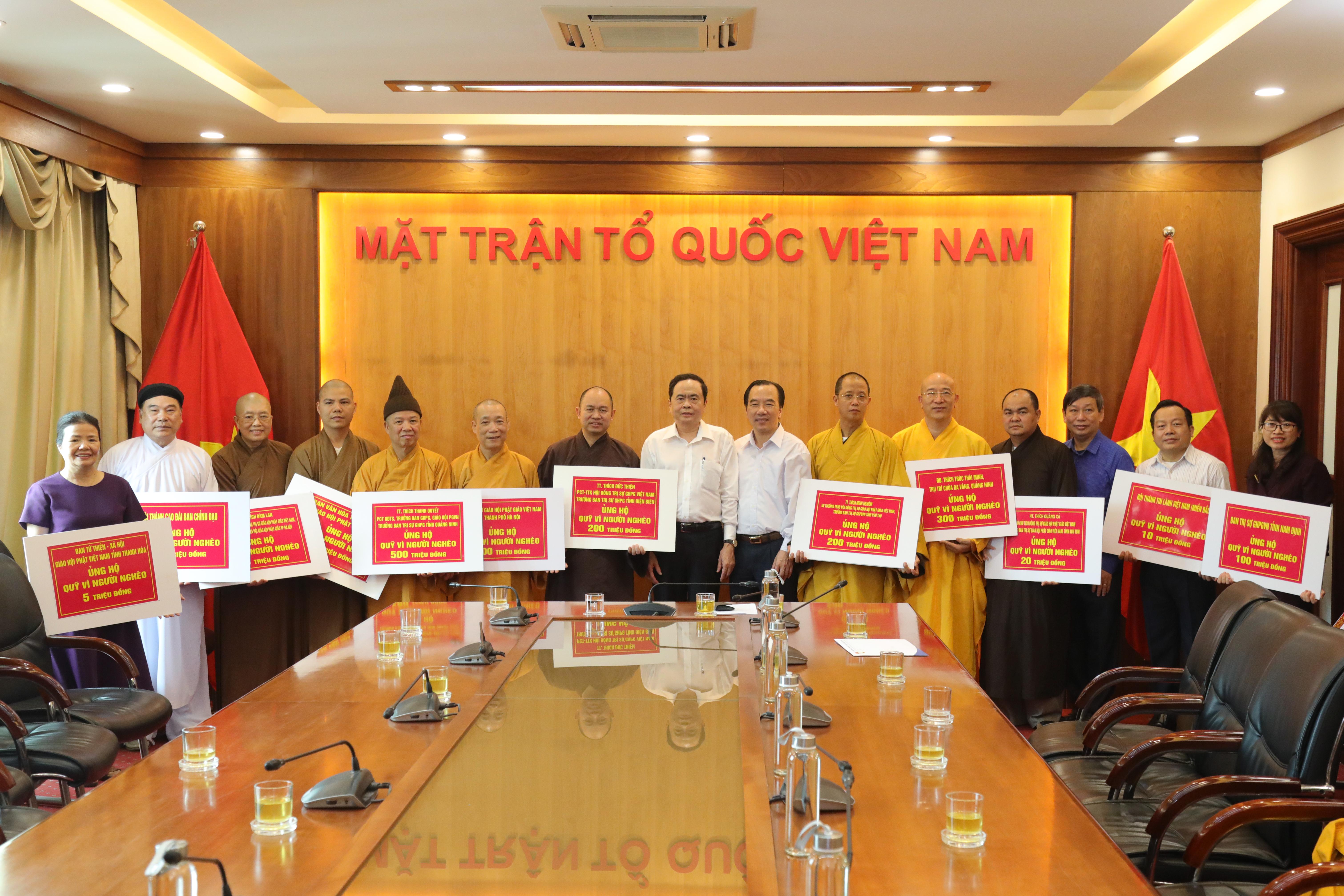 Chủ tịch Trần Thanh Mẫn tiếp nhận ủng hộ từ các cá nhân, tổ chức tôn giáo.