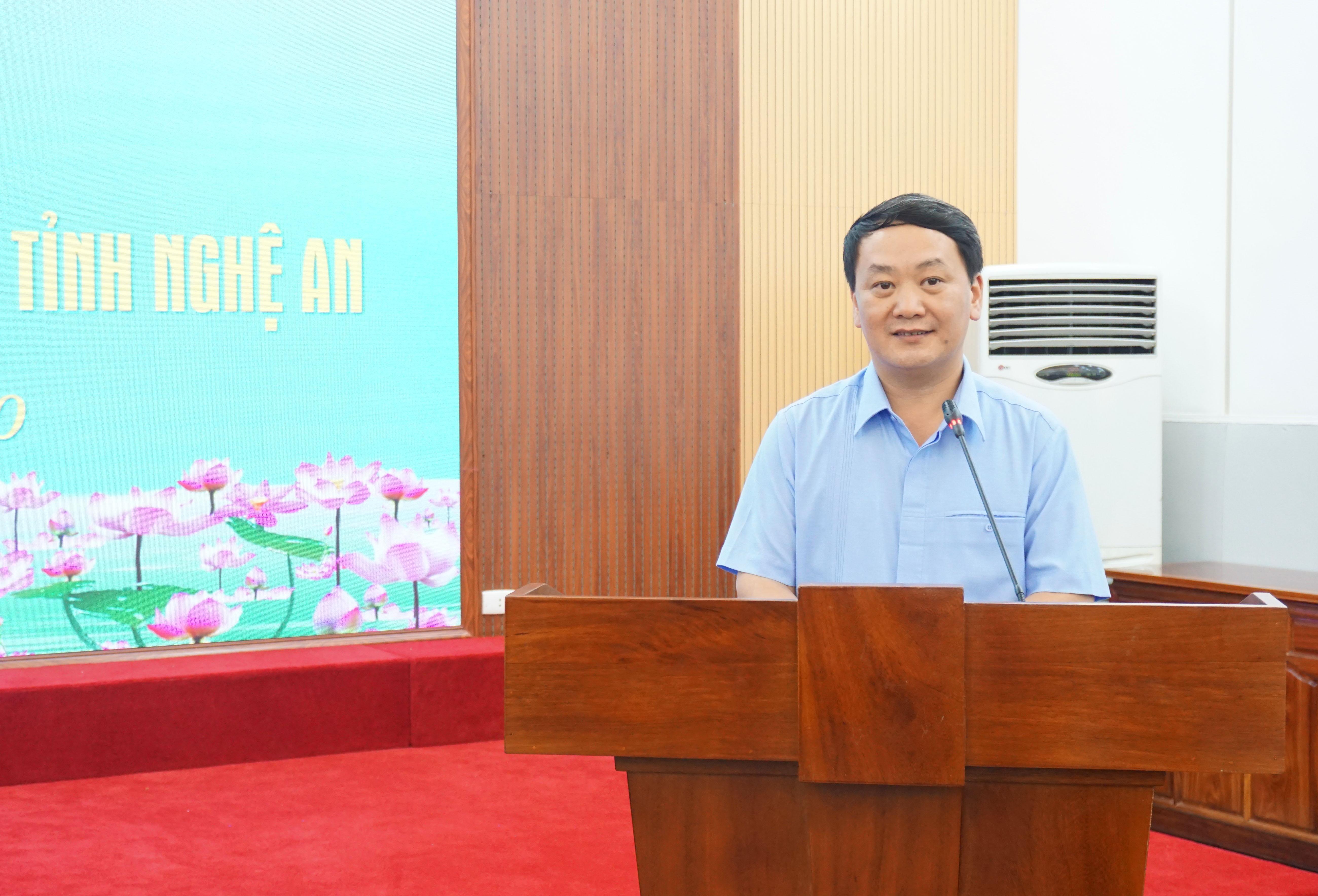 Phó Chủ tịch - Tổng Thư ký Hầu A Lềnh phát biểu tại buổi tiếp đoàn.