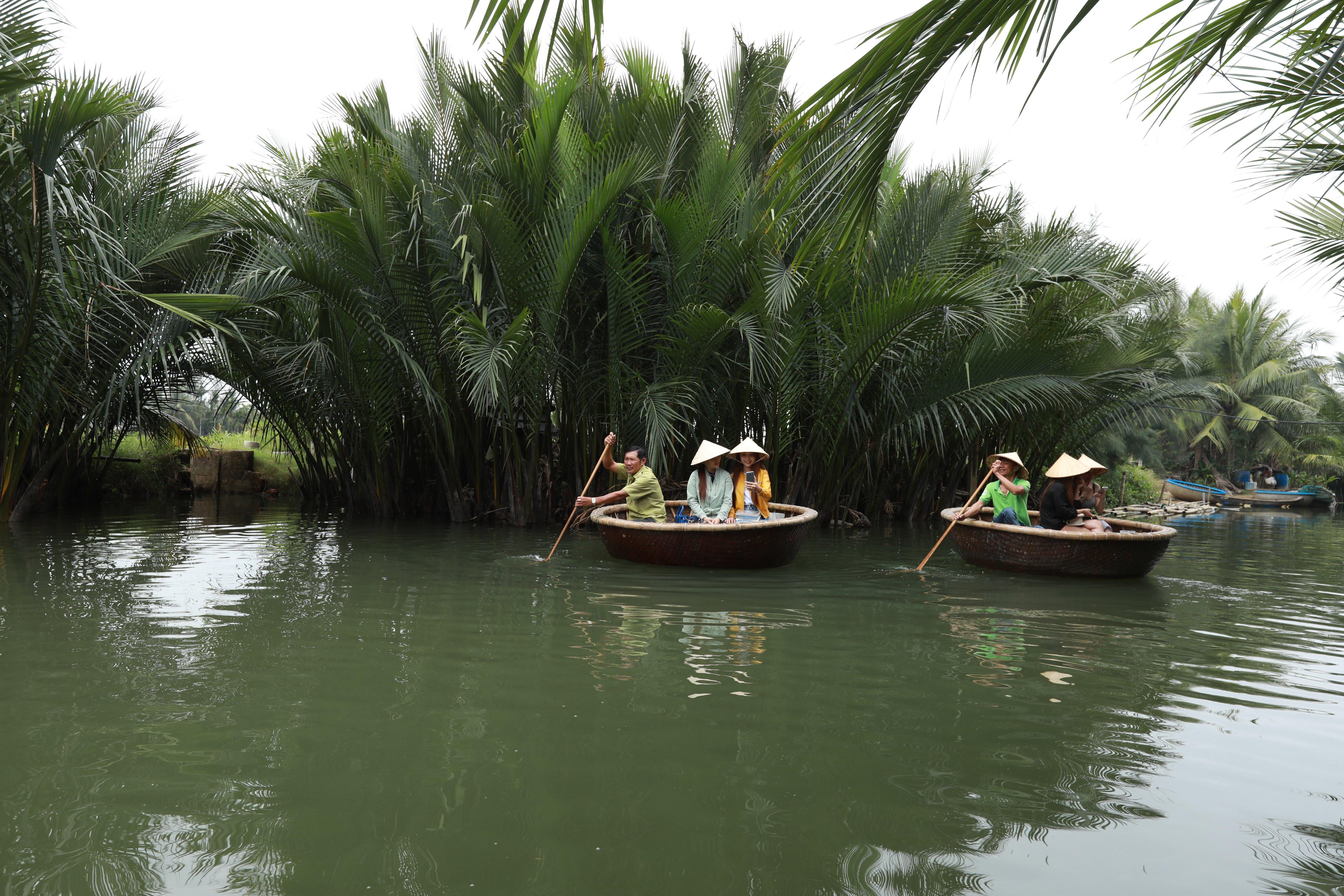 """Hoạt động kích cầu du lịch hướng theo chủ đề """"Du lịch Việt Nam an toàn, hấp dẫn"""". Ảnh: Quang Vinh."""